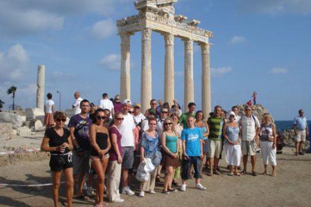 """Kültür ve Turizm Bakanı Ersoy'dan """"profesyonel turist rehberleri için kredi imkanı"""" açıklaması"""