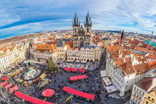 Bir tarihler Prag' dayım… Şehri geziyoruz…