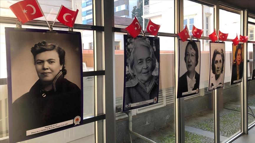 Samsun'da ilklere imza atan Türk kadınlarının fotoğraflarından oluşan sergi açıldı
